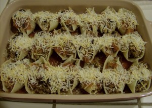 Stuffed pasta with Cheese 640x456 300x213 Aleas Enchilada Stuffed Pasta Shells