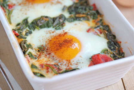 baked egg with spinach 8 Baked Eggs with Spinach, Tomatoes and Garlic   Grow. Eat. $ave.