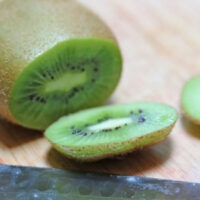 how to cut a kiwi 6