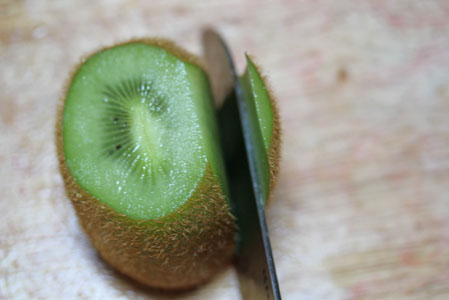 how to cut a kiwi 7 How to Cut a Kiwi   Kitchen Tip