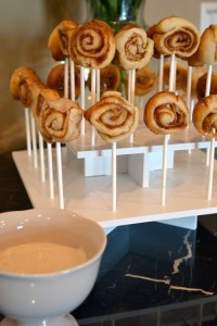 CinnamonBunDisplay2 200x300 Cinnamon Roll Pops   Sweet Summer Treat