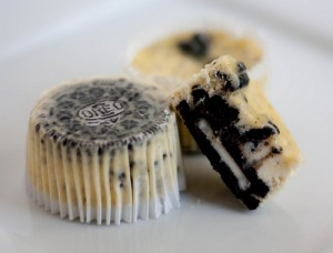 cookiesandcreamcupcakes 300x228 Cookies and Cream Cheesecake Cupcakes  Sweet Fall Treat
