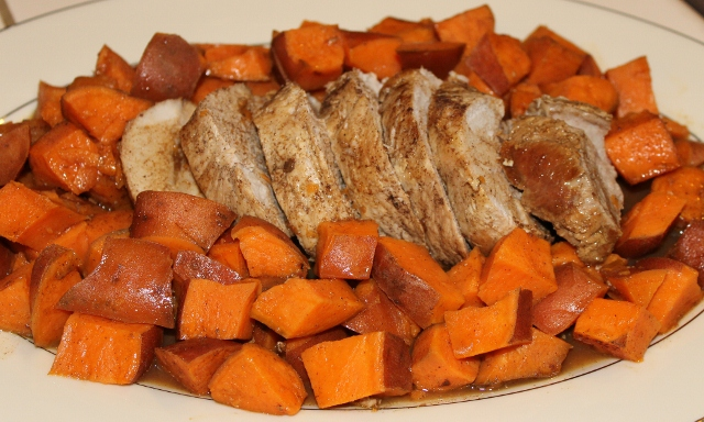 Pork roast with Pumpkin Pie Spiced Sweet Potatoes (640x384)