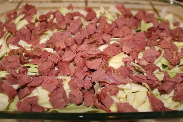 Layer Corned Beef over Shredded Cabbage (640x427)