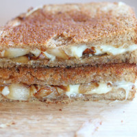 caramelized-onion-grilled-cheese