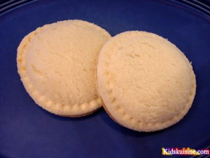uncrustable 300x225 Homemade Uncrustables  Lunchbox Inspiration