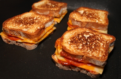 Pizza Grilled Cheese (425x276)