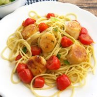 Freezezr Friendly Scallops and Herbed Tomatoes ~ quick & easy skillet dinner from 5DollarDinners.com