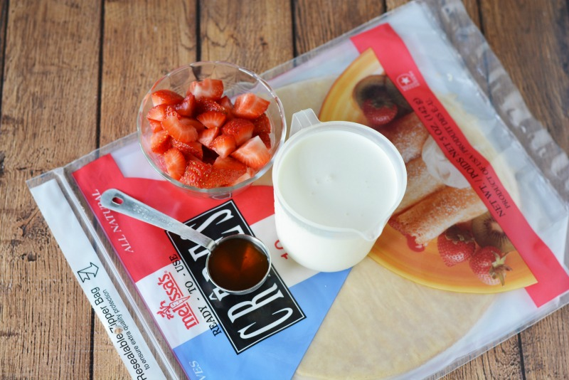 strawberry-crepes-ingredients