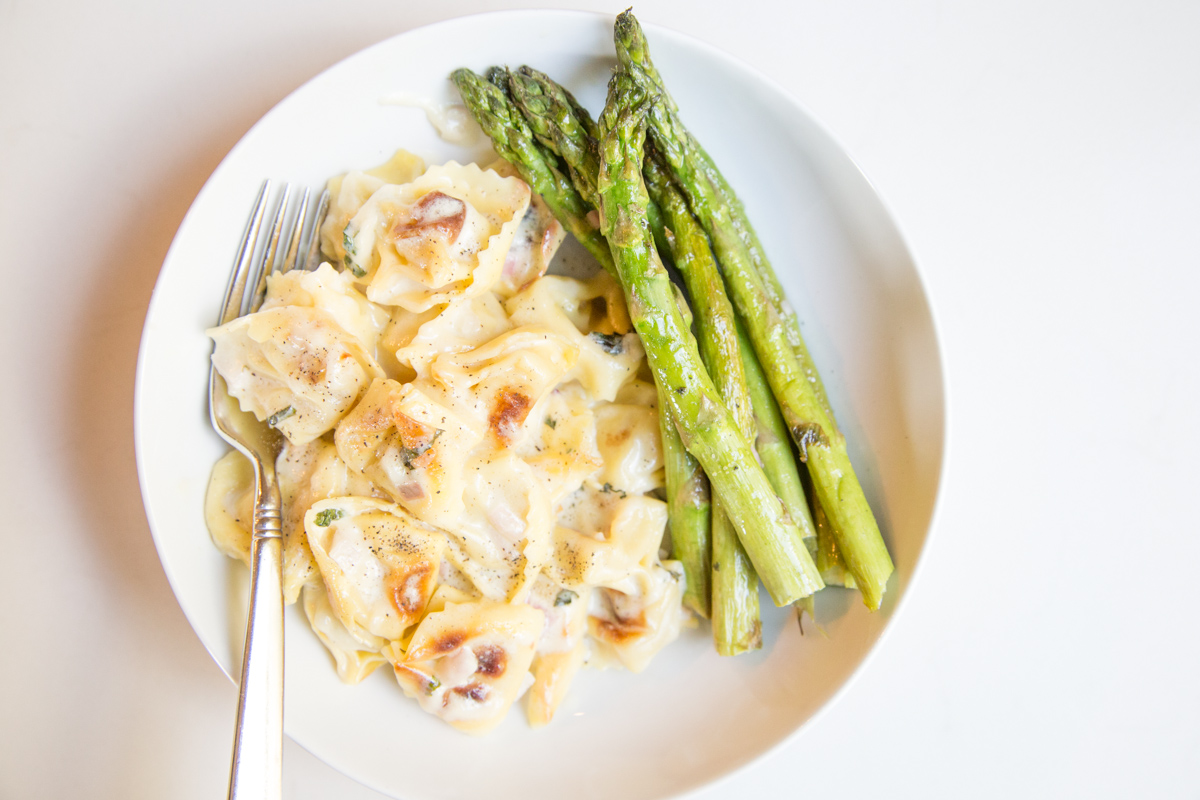 Pan Roasted Tortellini and Asparagus is an amazing weeknight dish to add to your family's menu | 5 Dollar Dinners
